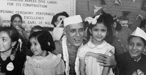 Jawaharlal Nehru with Children at a function