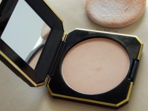 Revlon Touch and Glow Moisturising Face Powder