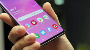 Front display Of Samsung Galaxy S10